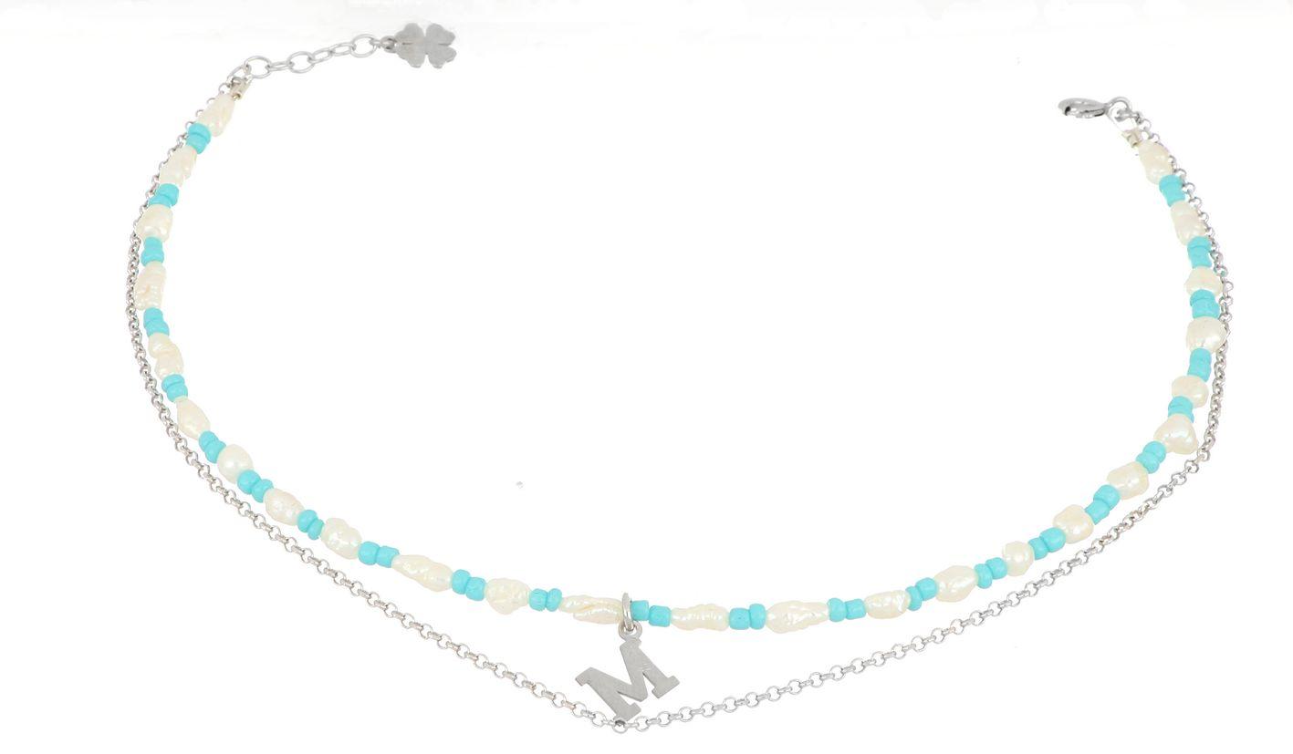 Cavigliera con iniziale in perle e pietre colorate – Momaq