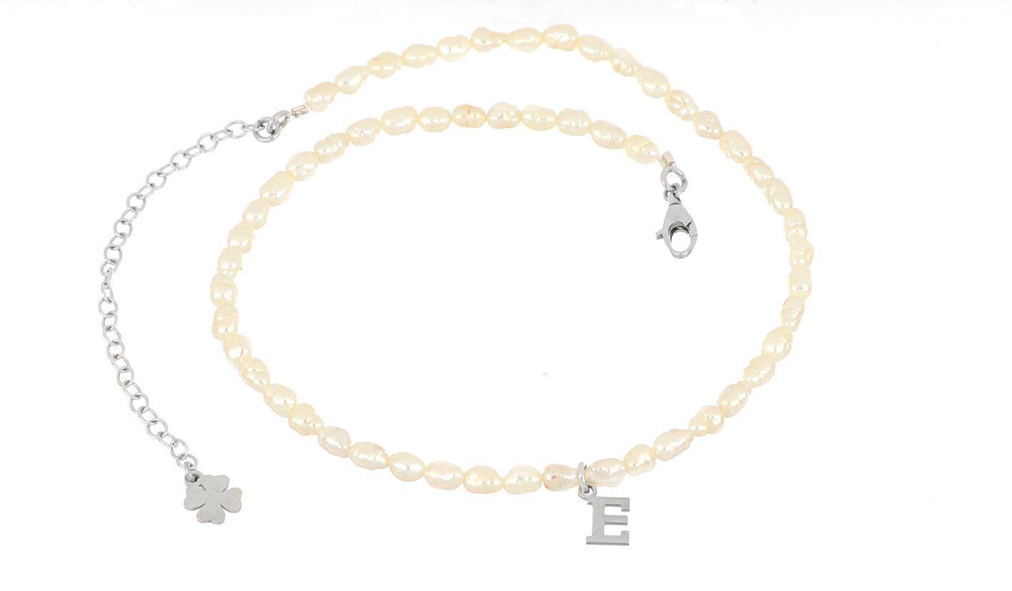 Choker con iniziale in perle – Momaq